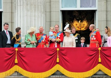 QUEEN ELIZABETH & ROYAL FAMILY, BUCKINGHAM PALACE, LONDON, Royal Balcony Trooping of the color 2015