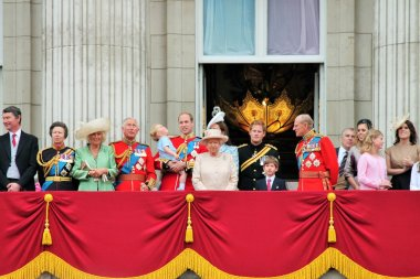 QUEEN ELIZABETH & ROYAL FAMILY ON Royal Balcony, Buckingham Palace, Trooping of the color 2015 Queen Elizabeth, William, harry, Kate and Prince George