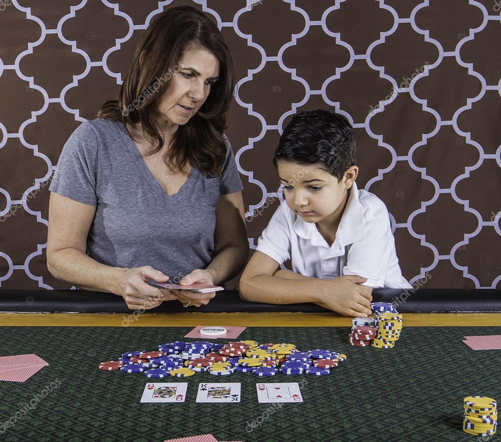 сын играет в казино