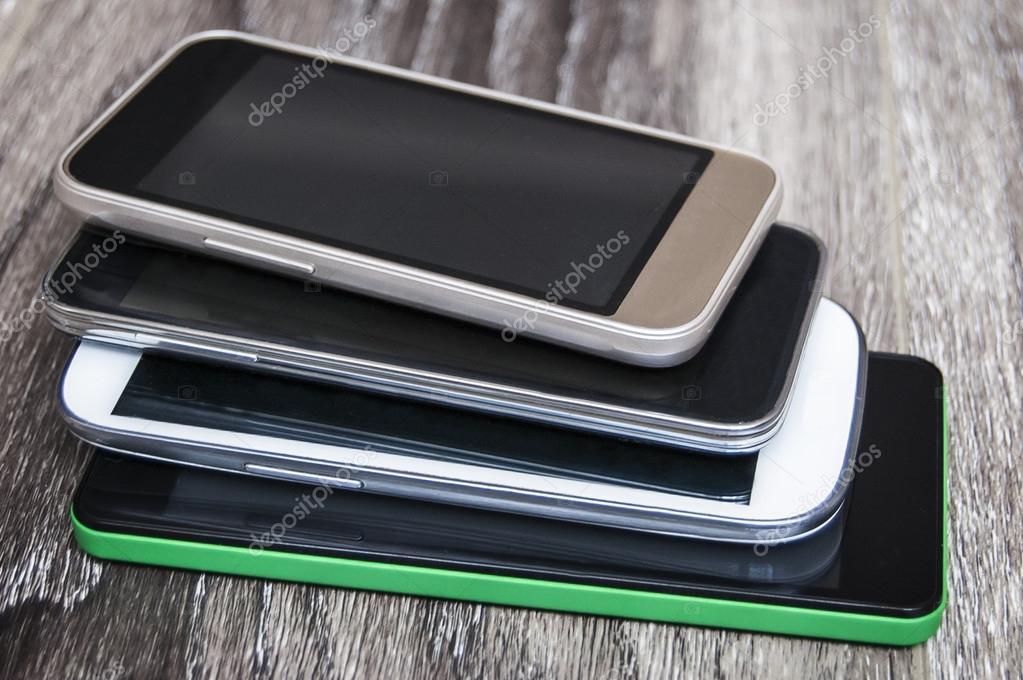 Картинки по запросу фото смартфоны на столе
