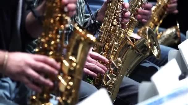 Saxofon hráč jazzu