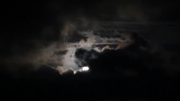 tragický noční obloha s úplněk