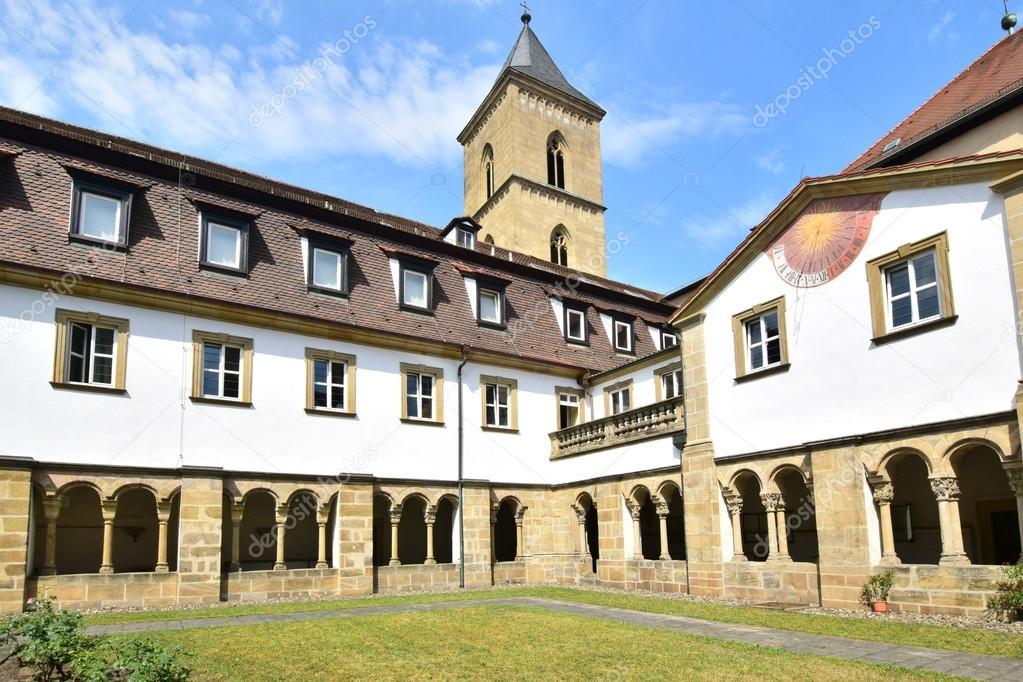 Inner yard of Carmelite Monastery in Bamberg, Germany — Stock Photo