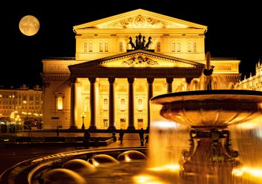 Night view of the Grand Theatre in Moscow.
