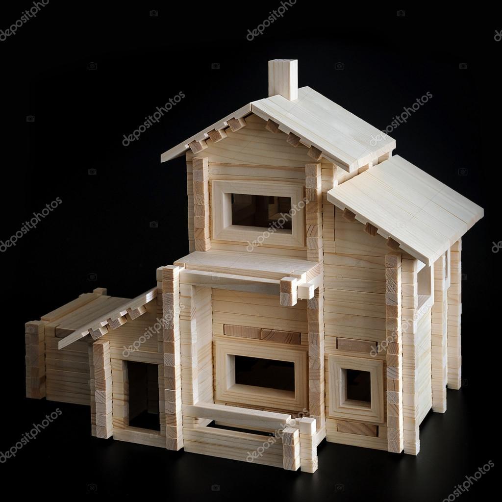 Maison En Bois Jouet Photographie Format35 C 101806216