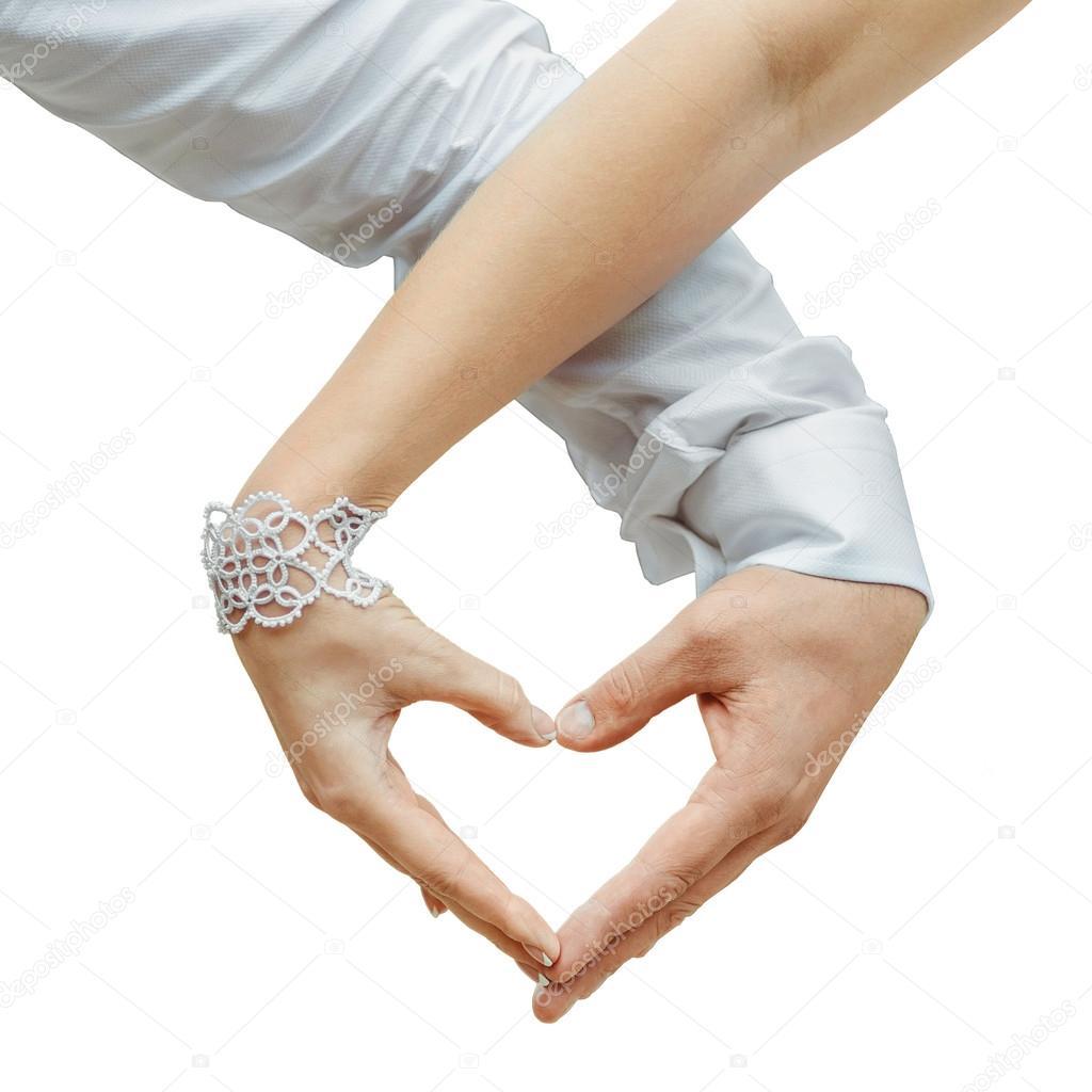 картинки мужские и женские руки держат сердечко