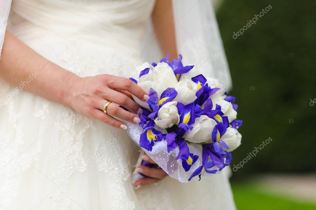 Bouquet Sposa Iris.Bridal Bouquet Irises And White Tulips Stock Photo C 160275