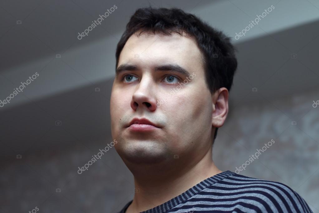 Closeup Gesicht Junger Hübscher Mann Mit Schwarzen Haaren Und Grünen