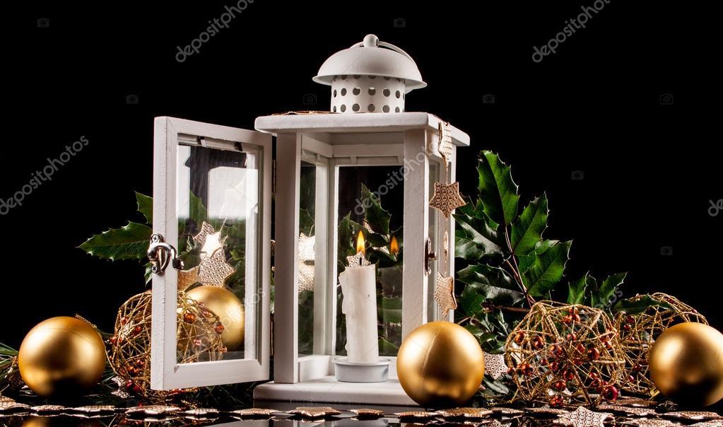 Lanterna da decoração de Natal com vela a arder — Fotografias de on