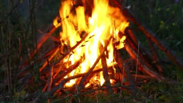 Záběr-oheň a kouř