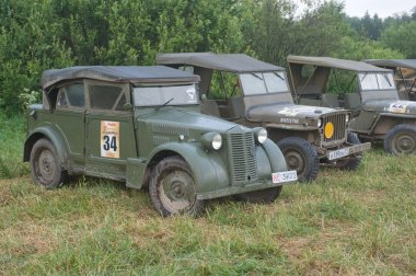 The number of military Italian and American vintage cars,  3rd international meeting