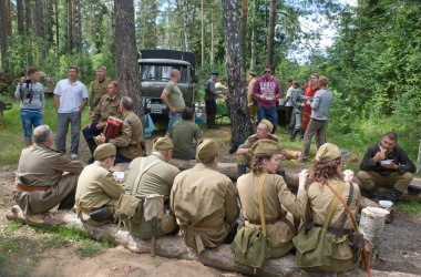Lunch, on vacation in the woods, 3rd international meeting