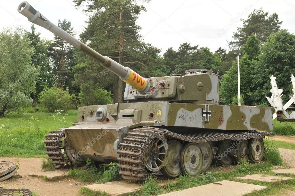 the tank museum in suburban snegeri german tank panzer vi. Black Bedroom Furniture Sets. Home Design Ideas