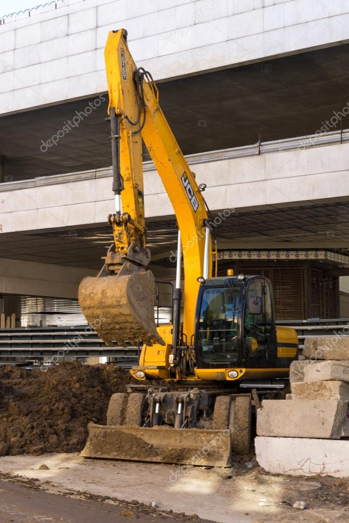 Moscou 11 avril 2015 machines pelle jcb moderne for Travaux de terrassement prix