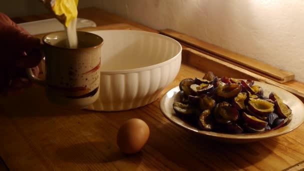 pečení dortů, příprava těsta, šálek mouky