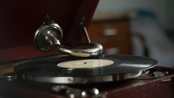 Vintage gramofon - játszik vinil-rekordok - nosztalgikus emlékeket