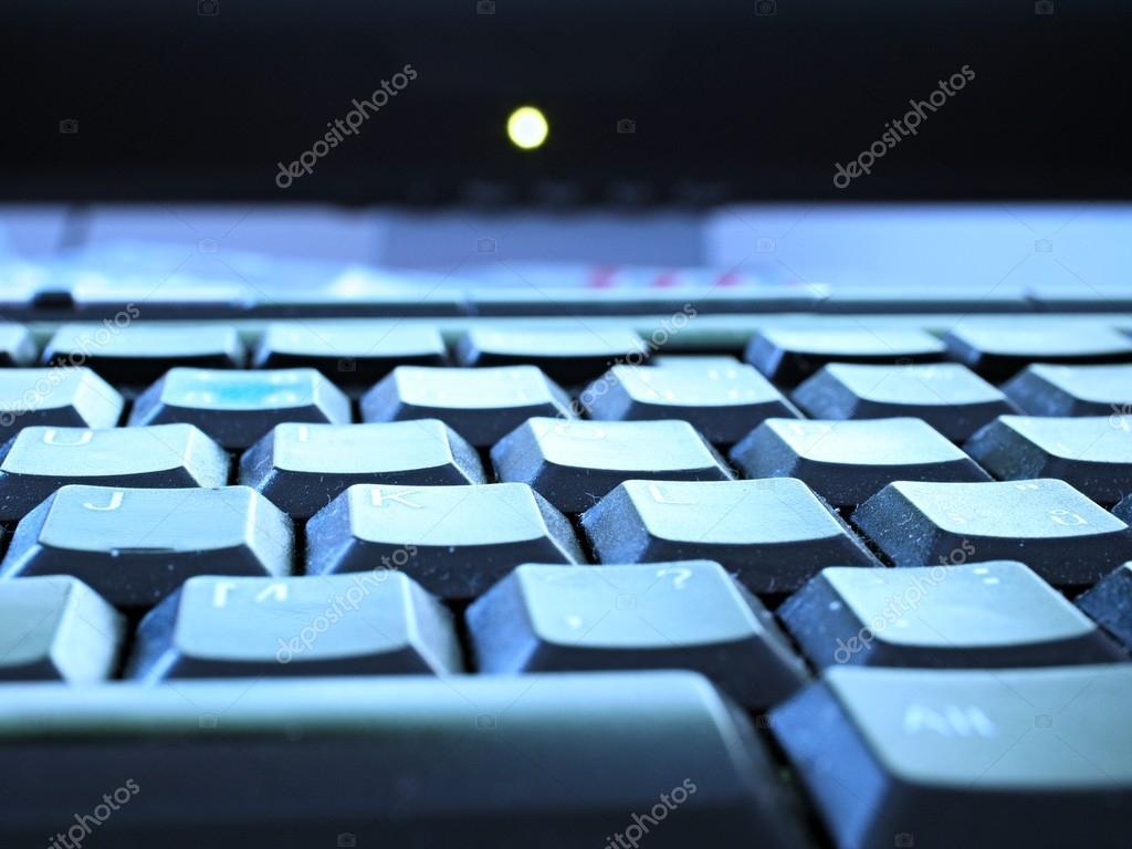 Vista di dettaglio della tastiera del computer portatile usato