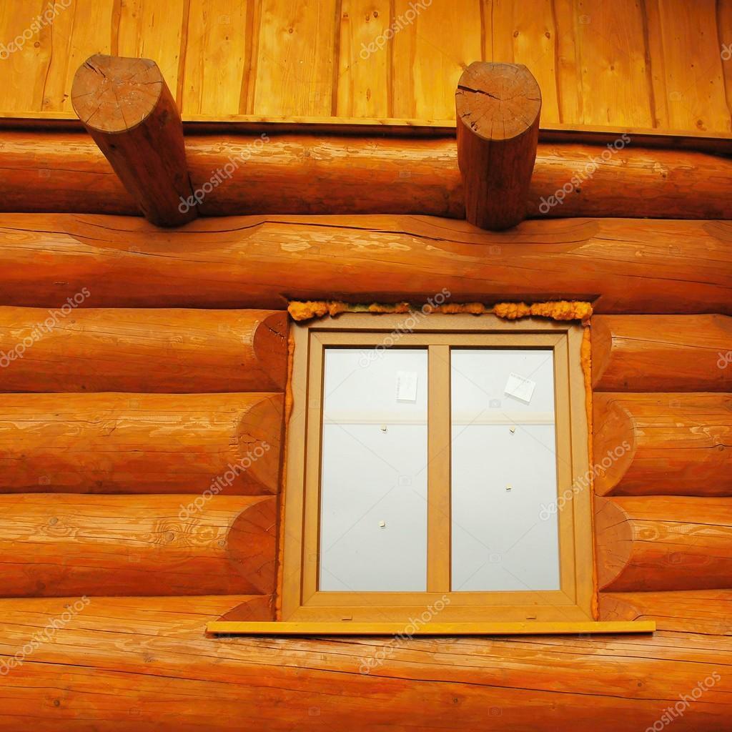Detail des Fensters Holzbalken Kabine Mauer erbaut. Holz mit ...