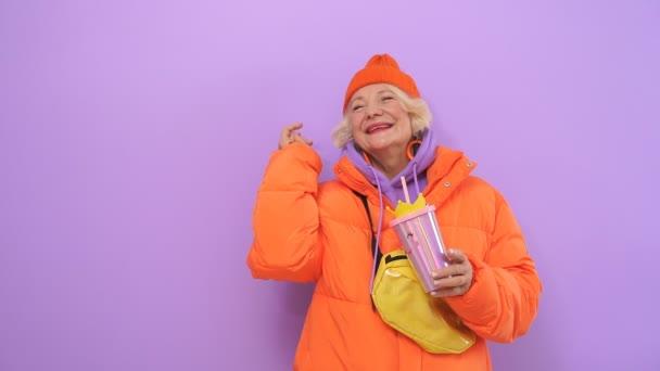 Granny Foto V Odezhde I Bez