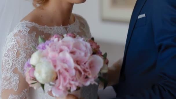 vőlegény menyasszonya ölelés