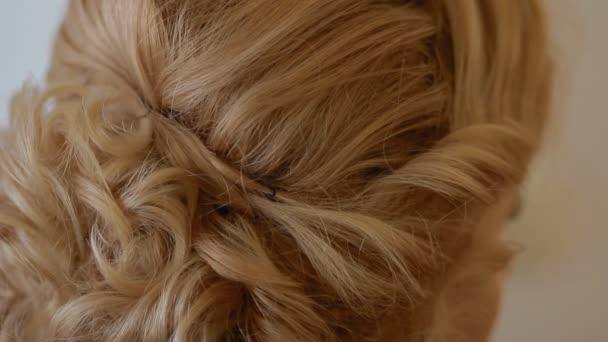 Aby vlasy šaty. Closeup.