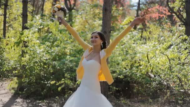 Bride swirl around herself