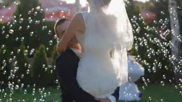 Ženich a nevěsta ve Svatební tanec