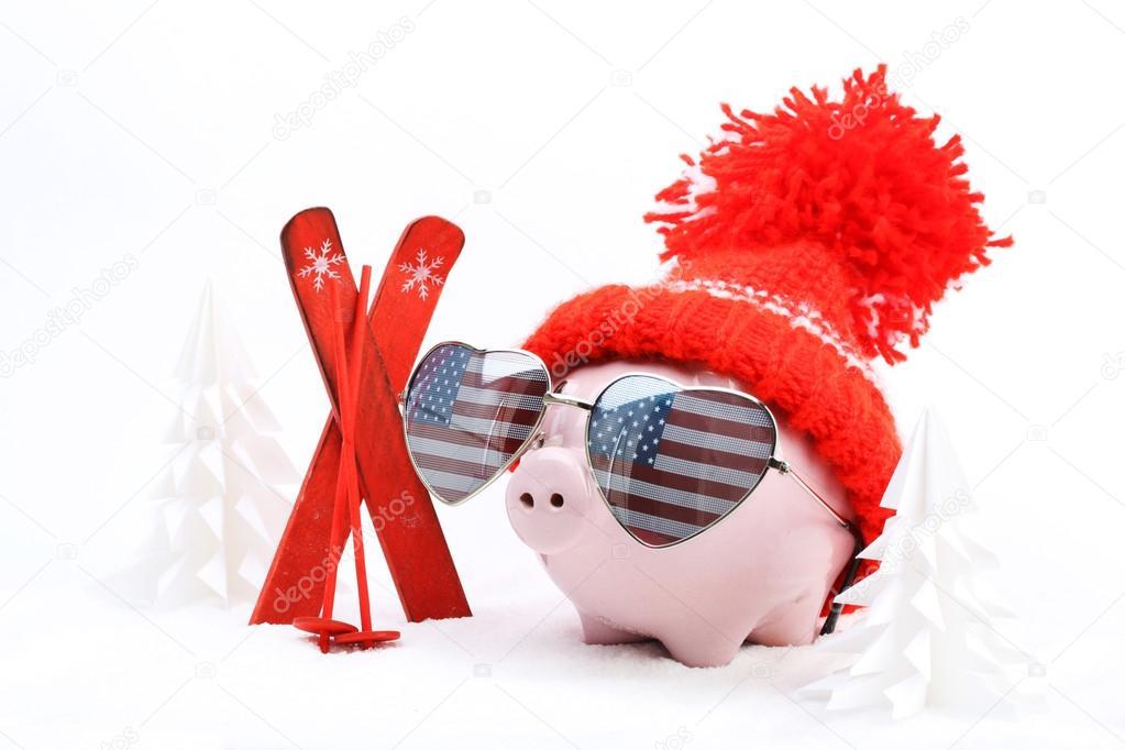 Bo te de cochon avec chapeau rouge avec pompon et lunettes de soleil coeur forme avec drapeau - Pompon en laine forme coeur ...