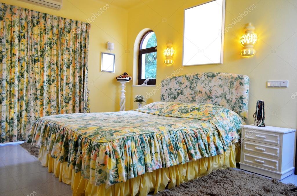 Camera Da Letto Giallo : Testata del letto in giallo camera da letto in stile di rachele