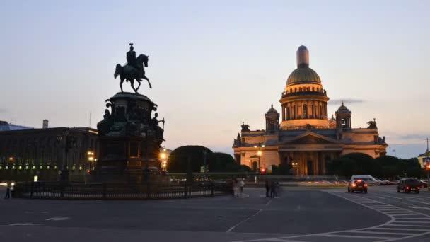 Zeitraffer-Fotografie auf Isaak-Platz in St. Petersburg, Denkmal Nikolaus 1.