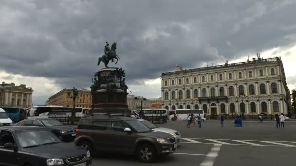 Zeitraffer-Fotografie von Nicholas 1., große Anzahl von Touristen in St. Petersburg-St. Petersburg Denkmal