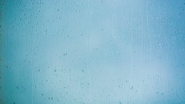 Krásný kapky deště po okenní tabuli. HD 1080