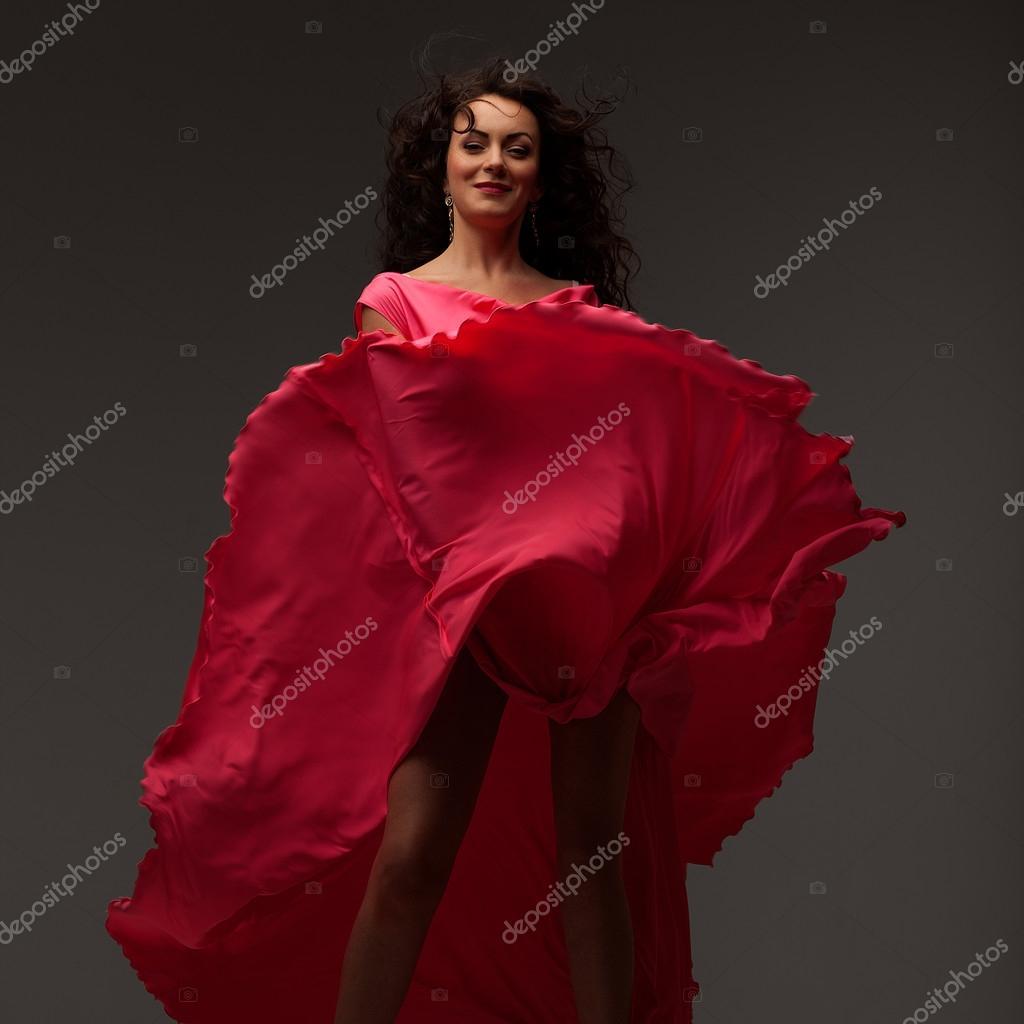 Cocktailjurk Lang.Mooi Meisje In Een Lang Roze Jurk Stockfoto C Igormakarov 56120375