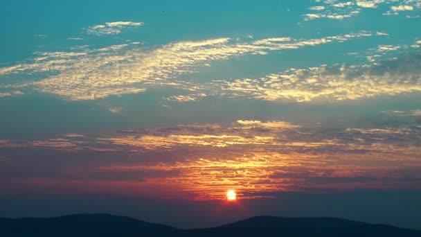 a nap emelkedik idő telik el