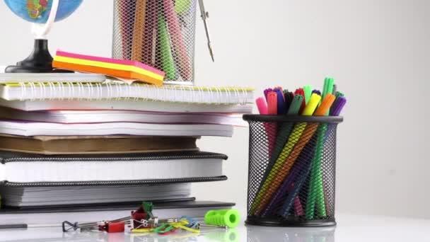 Iskolai oktatás berendezések eszközök