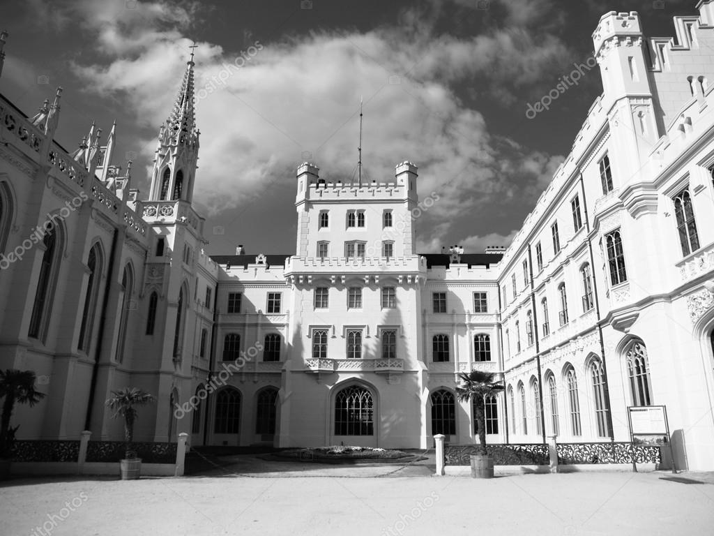 レドニツェ城の中庭 — ストック...