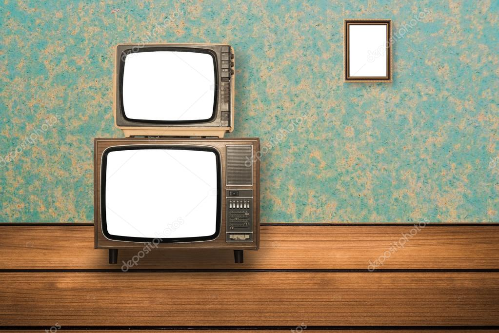 Televisor antiguo en marco de madera piso y foto en la pared — Foto ...