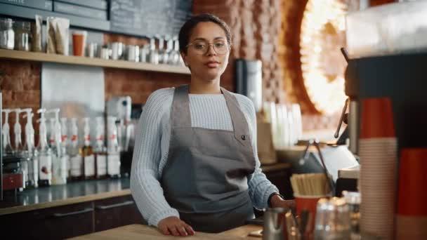 Latin Barista portré a kávézóban
