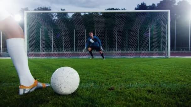 A labdarúgó stadion kapus nem éri el a labdát, miközben áll a labdarúgó célok