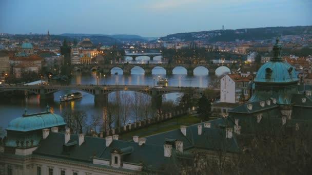 Panoramatický pohled na mosty přes řeku Vltavu v Praze