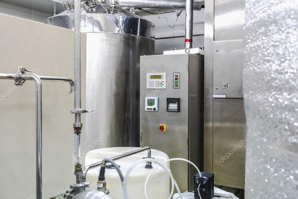 Water conditionering of distillatie kamer u2014 stockfoto © xmagic #62894919