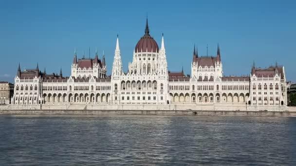 Parlament épülete a Duna Budapesten