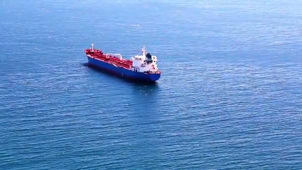 Prázdný kontejner nákladní loď v otevřené Atlantského oceánu