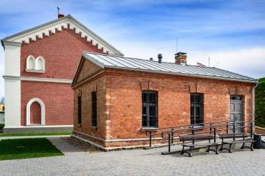 """Картина, постер, плакат, фотообои """"восстановленные дома из красного кирпича в даугавпилсе, латвия """", артикул 109682784"""