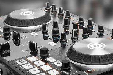 DJ audio mixing device