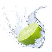 Fotografie Kalk mit Wasser Spritzen