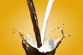 Fényképek Forró a kávé és a tej Splash