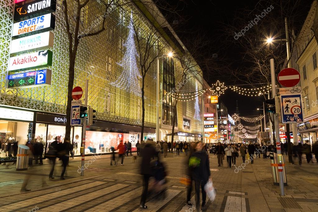 Mariahilferstrasse In Vienna At Christmas Stock Editorial Photo