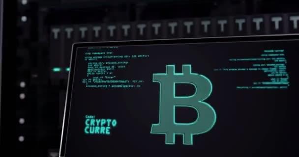 Moje kryptoměna. Koncept Bitcoin, Tether, Ethereum mining, kybernetické bankovnictví, peníze, blockchain technology symboly 3D rendering animace. Rozšíření infekce na serverových regálech.
