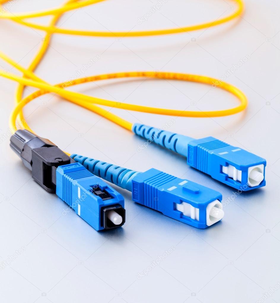 341cc43754029 Conexão de fibra ótica foto simbólica de conectores para internet rápida —  Fotografia de Stock